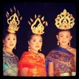 Bailarinas del Festival de Linternas Flotantes en Tailandia